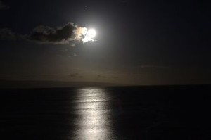 320px-Full_moon_setting_over_Lanai
